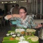 backpacking india eating with your hands